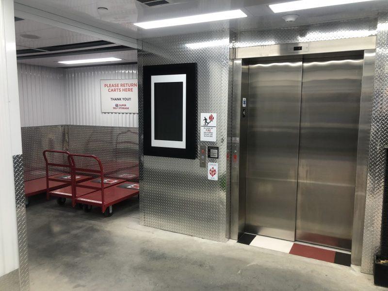 Easy access elevator